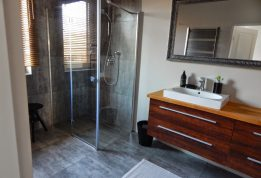 Co zrobić, aby gustownie wyposażyć własną łazienkę?